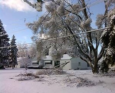 During the week of Christmas and beyond, hundreds of Davey crews worked through one of the worst ice storms in recent history, Winter Storm Gemini. Photo: Eric Vibert