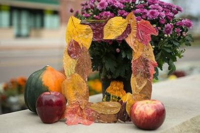 Imagine your favorite fall photo in this special leaf picture frame. Now, gather some leaves and learn how to make your own frame!