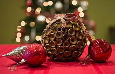 Do you have an oak tree that scattered acorns all over your yard this fall? If so, collect them and make this cute ornament for a Christmas gift.